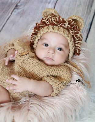Newborn photography and lifestyle newborn photography sessions in-studio and at your place