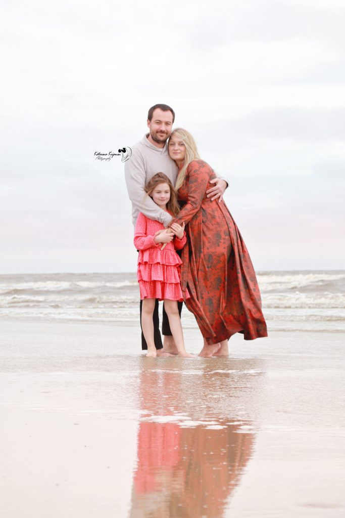 Maternity photography pregnancy photoshoot and pregnancy portraits in a beach, state parks or at home