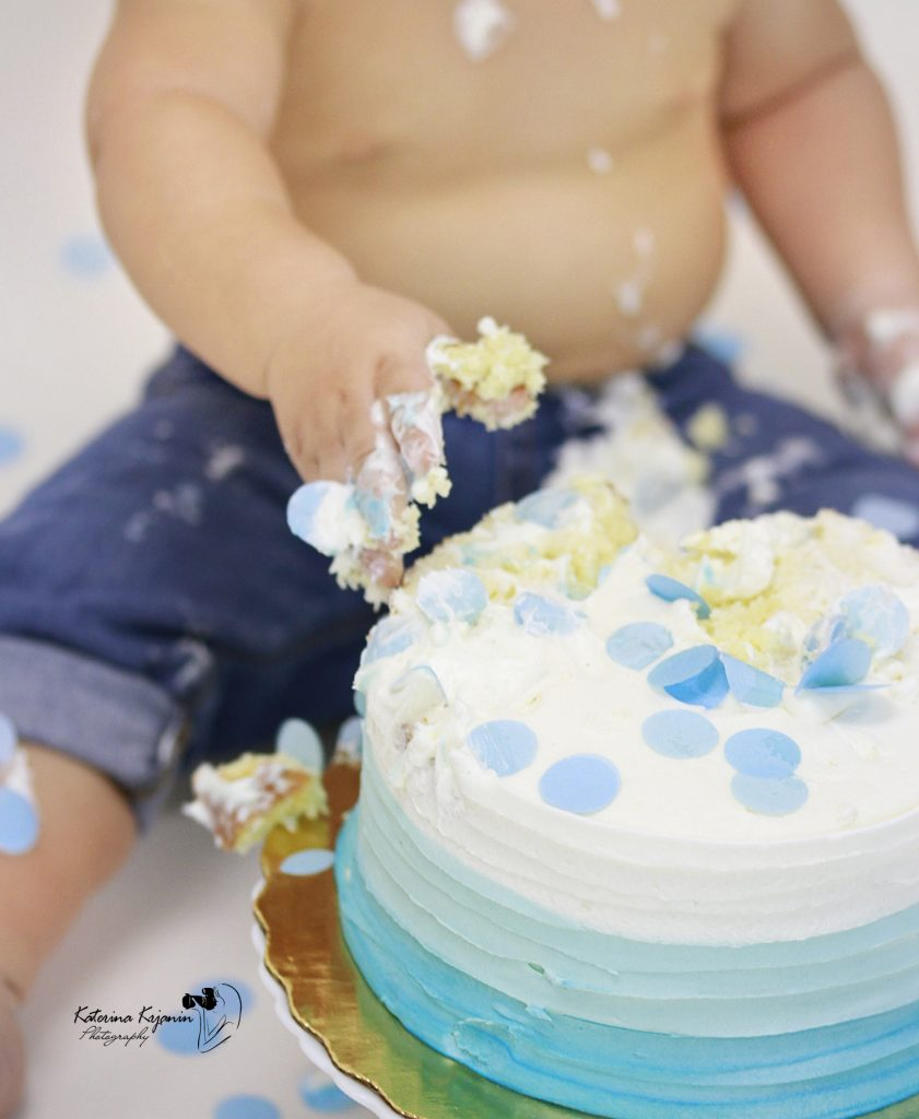 Studio Smash Cake photography sessions are perfect way to celebrate child's 1st Birthday