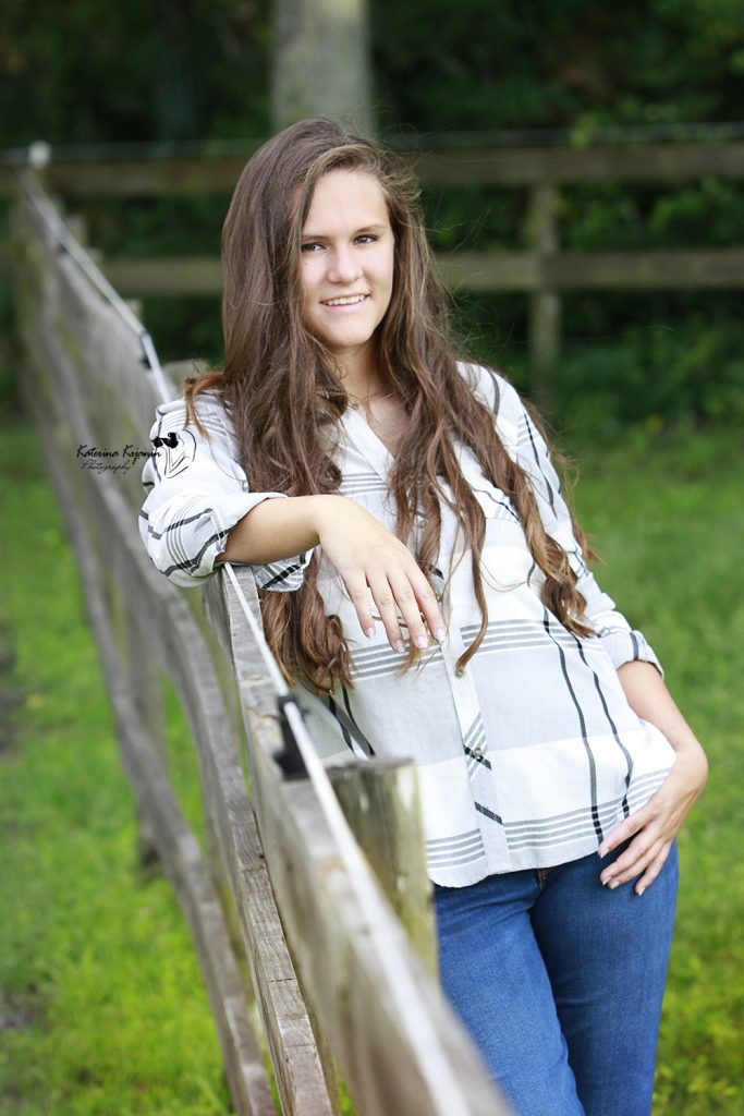 Graduation photographer offers graduation portraits and senior photo sessions in a beach, state parks or at home