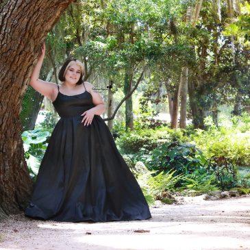 Senior studio portraits and graduation photography sessions outdoors